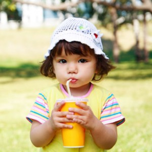 child drinking straw uniflow 300x300 Uniflow One Way Valve Straws